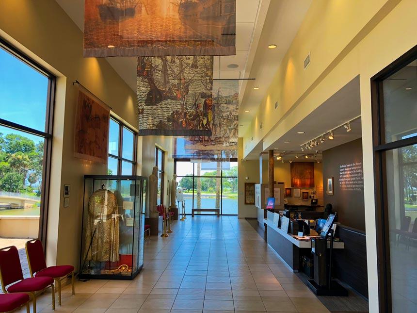 MUSEUM NOMBRES de DIOS HALLWAY